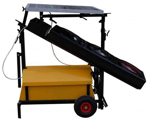 fi300 z solarem do transportu bok 500x407 Zasilanie solarne w drogownictwie