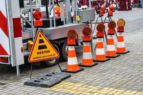 stojak na znaki1 500x333 Sign and lamp stand