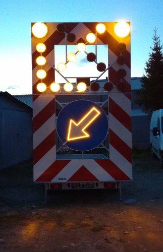 podswietlana strzala znaku2 323x500 Road trailer 1 axle medium