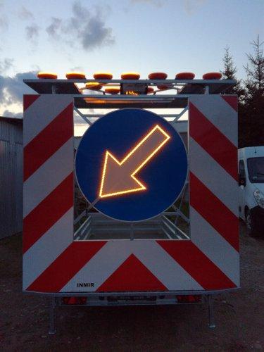 podswietlana strzala znaku3 375x500 Road trailer 1 axle medium